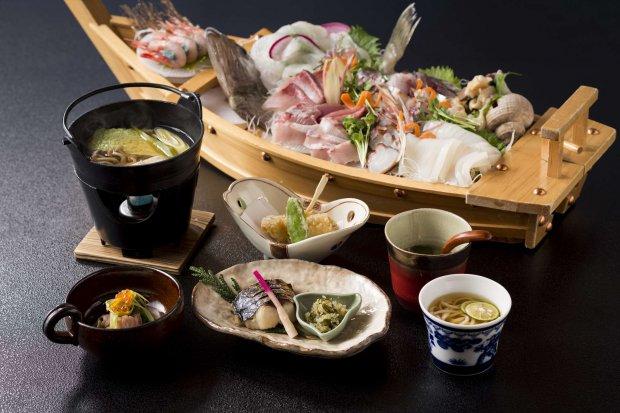 Sashimi boat set meal